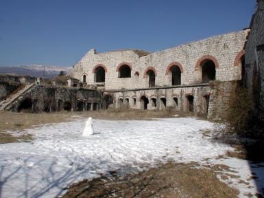 Il cortile interno del forte