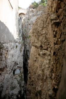 La Montagna spaccata alla Grotta del Turco